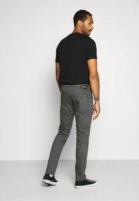 Diesel - D-YENNOX - Slim fit jeans - 009HA 90d - 2