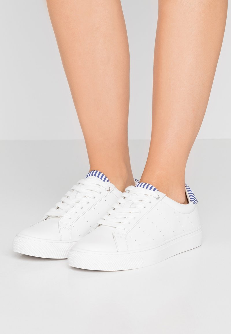 J.CREW - WITH STRIPE DETAIL - Trainers - white/blue