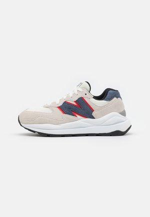 5740 UNISEX - Sneakers laag - white/navy