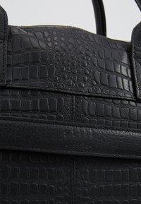 Still Nordic - DUNDEE CLEAN BRIEF ROOM - Portafolios - black croc - 7