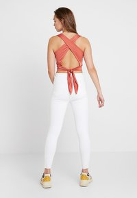 New Look - RIPPED HALLLIE DISCO MINNIE - Jeans Skinny Fit - white - 2