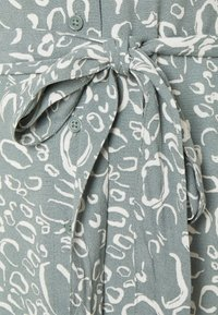 Vero Moda - VMLIVA SHORT SHIRT DRESS - Shirt dress - laurel wreath/liva - 5