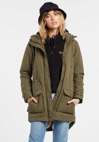 Volcom - WALK ON BY 5K PARKA - Winter coat - olive - 3