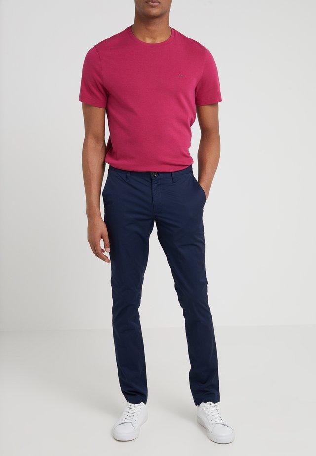 GARMENT DYED - Chino kalhoty - midnight