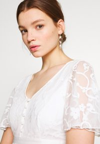 YAS - YASANASTASIA TRAIN DRESS - Suknia balowa - star white - 6