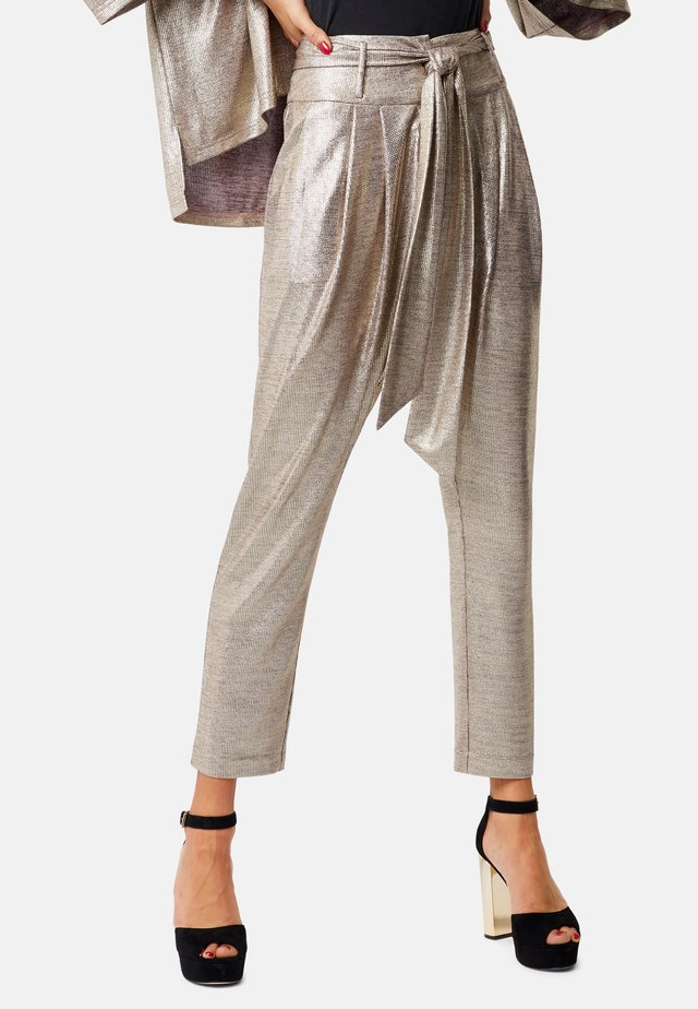 COLBY PEG LEG  - Trousers - gold