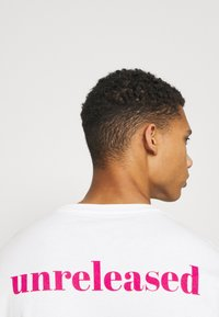 YOURTURN - UNISEX - T-shirt med print - white - 4
