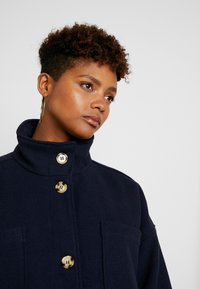Monki - WILLY COAT - Zimní kabát - navy - 5