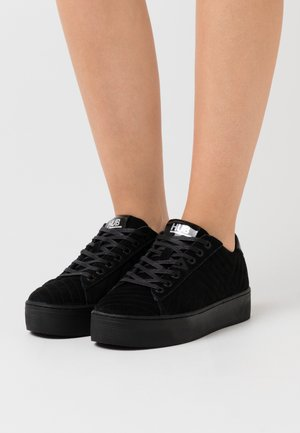 HOOK  - Trainers - black