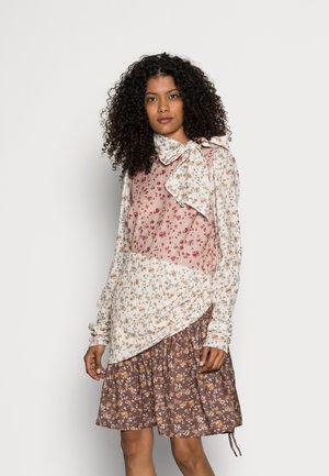 TINA DRESS - Day dress - burnt brick