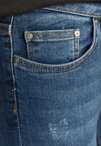 ONLY - ONLBLUSH MID ANKLE RAW - Jeans Skinny Fit - dark blue denim - 4