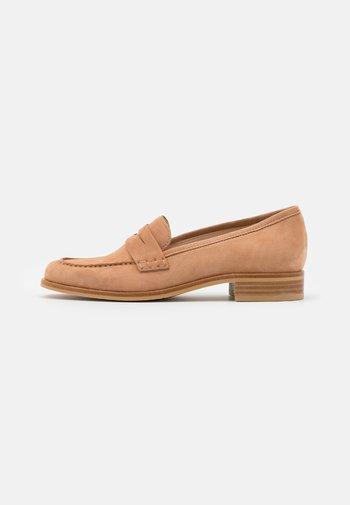 BOWIE - Nazouvací boty - sahara