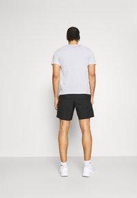 Nike Performance - RUN  - Camiseta estampada - white/silver - 2