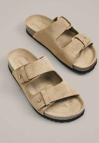 OYSHO - SPLIT-LEATHER SLIDER SANDALS - Domácí obuv - beige - 1