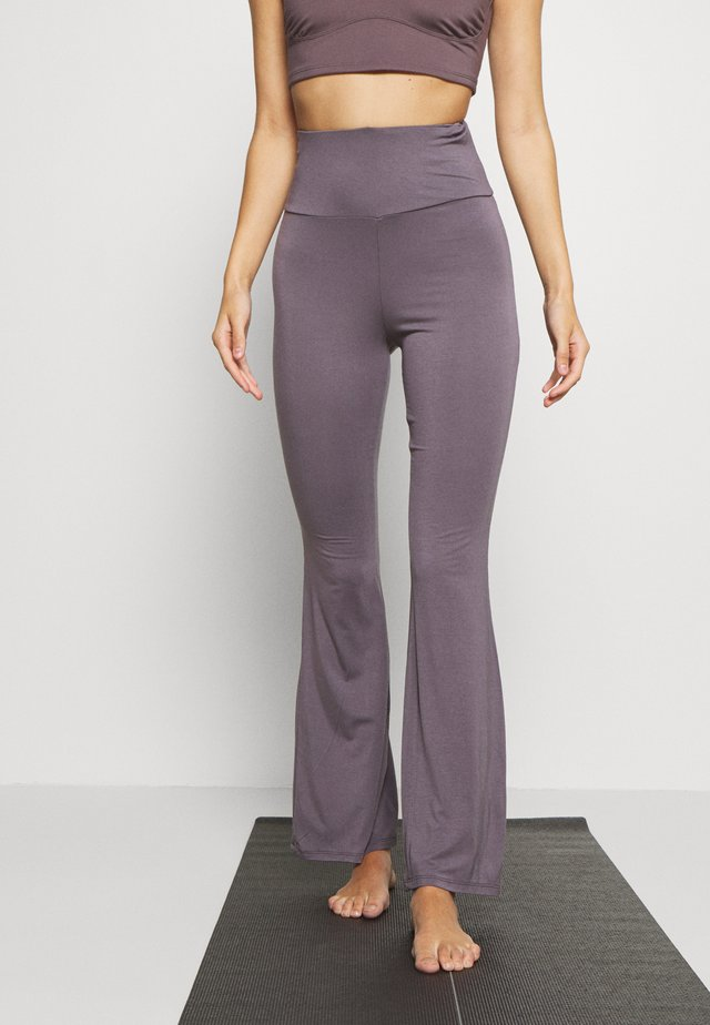 YOGA FLARES - Pantalones deportivos - smoky grey