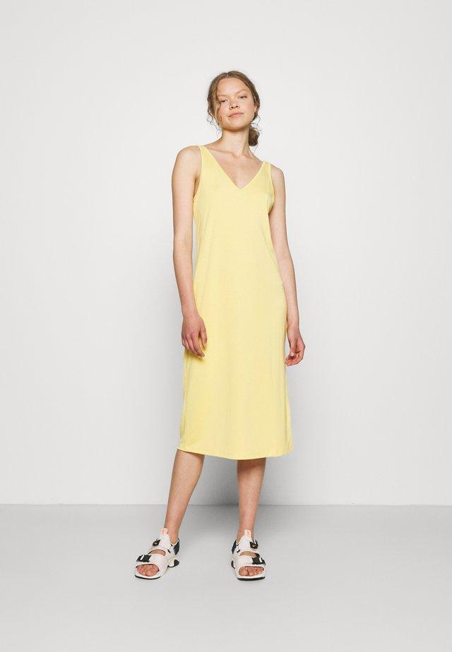 DRESS YAEL - Jerseyjurk - light yellow