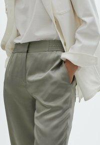 Massimo Dutti - MIT BUNDFALTEN  - Pantalon classique - green - 2