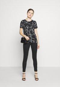 Lauren Ralph Lauren - T-shirt imprimé - black - 1