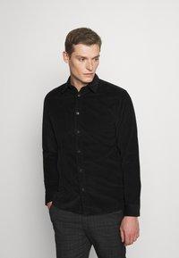 Selected Homme - SLHREGHENLEY CAMP - Skjorta - black - 0