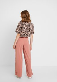 Vero Moda - VMCOCO WIDE PANT - Trousers - brick dust - 3