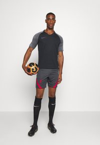Nike Performance - LIVERPOOL FC DRY SHORT - Träningsshorts - anthracite/gym red - 1