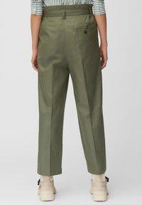 Marc O'Polo - PAPERBAG STYLE - Pantalon classique - clear fern - 2