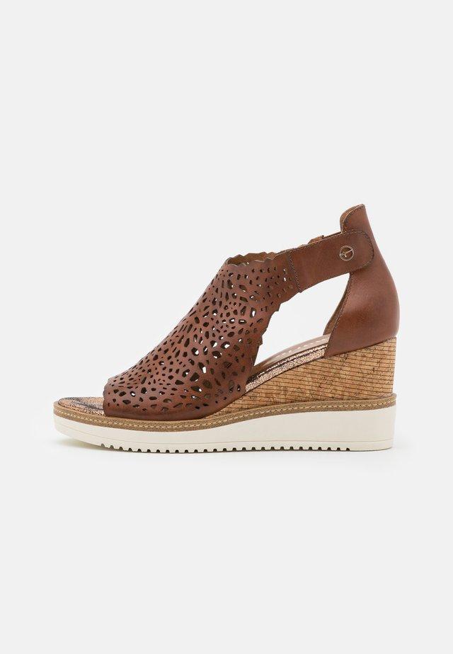 Sandales à plateforme - brandy