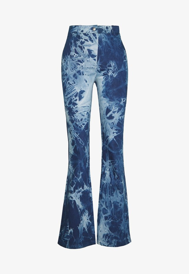 ASTER PANT - Flared Jeans - blue tye dye