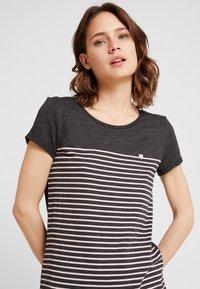 TOM TAILOR DENIM - PRINTED STRIPE TEE - T-shirt med print - dark grey/rose - 4