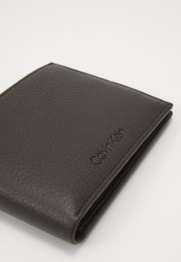 Calvin Klein - FIRST COIN - Monedero - brown - 2