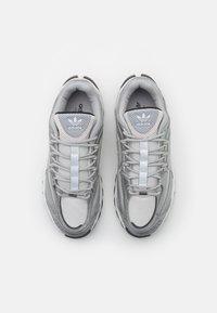 adidas Originals - THESIA  - Tenisky - grey two/silver metallic/crystal white - 7
