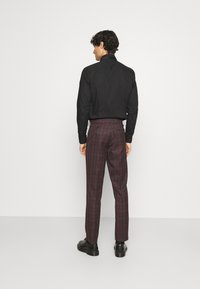 Isaac Dewhirst - SINGLE BREASTED TARTEN SUIT SET - Completo - red - 5