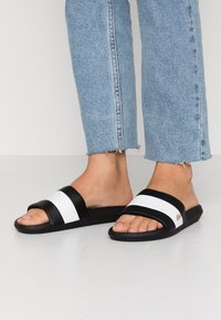 Lacoste - Badslippers - black/white - 0