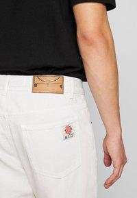 McQ Alexander McQueen - BEN - Jeans slim fit - used white - 4