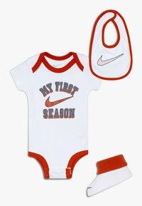 Nike Sportswear - VERBIAGE SET BABY 3 PACK - Geboortegeschenk - white - 0