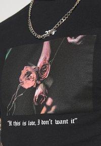 274 - ROSE - Print T-shirt - black - 4