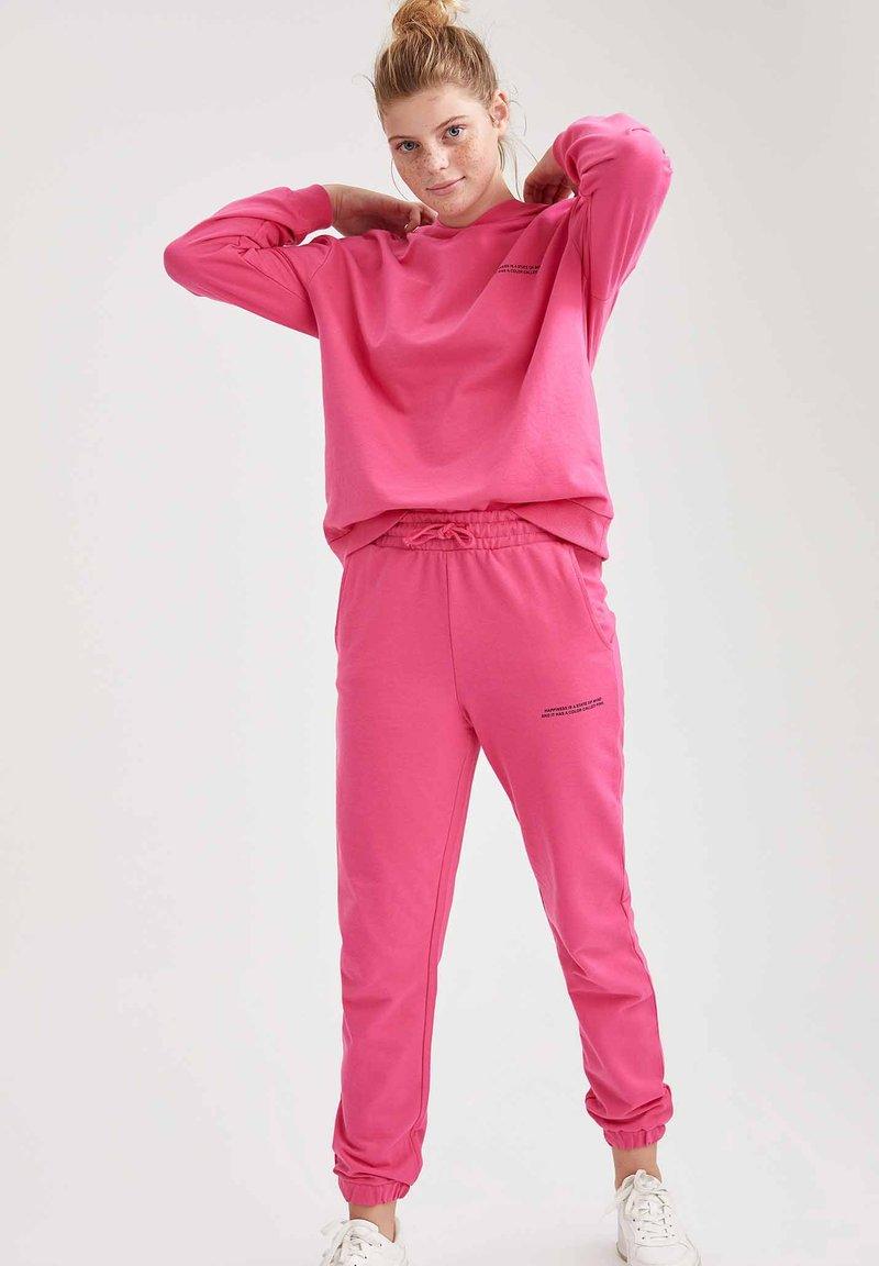 DeFacto - Tracksuit bottoms - pink