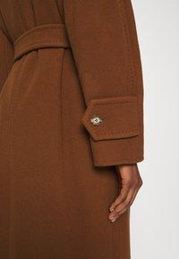 Marc O'Polo - COAT LONG WELT POCKETS BELT - Zimní kabát - chestnut brown - 6
