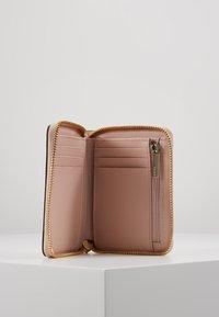 DKNY - BRYANT ZIP AROUND - Peněženka - pink - 5