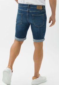 BRAX - STYLE CHRIS B - Denim shorts - authentic blue used - 2