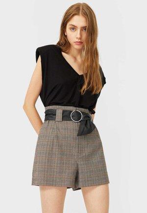 BUNDFALTEN - Shorts - beige