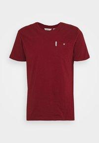 SIGNATURE POCKET TEE - Basic T-shirt - red