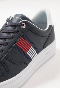Tommy Hilfiger - BASKET LOW CUPSOLE - Trainers - blue - 5
