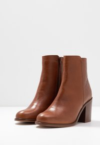 mint&berry - High heeled ankle boots - cognac - 4