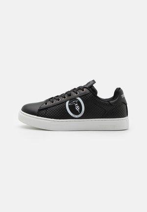 DANUS MIX - Baskets basses - white/black