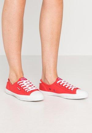 PRO CLASSIC  - Sneakersy niskie - hibiscus