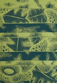 WAWWA - HARMONIA UNISEX - Camiseta estampada - jungle blue - 2