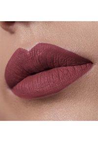 3ina - THE LONGWEAR LIPSTICK - Rouge à lèvres liquide - 254 brown - 2