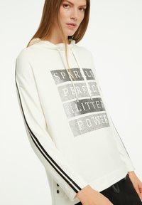 comma casual identity - Sweatshirt - light cream placeed print - 3