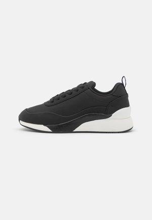 VMALMA WIDE FIT - Sneakers laag - black